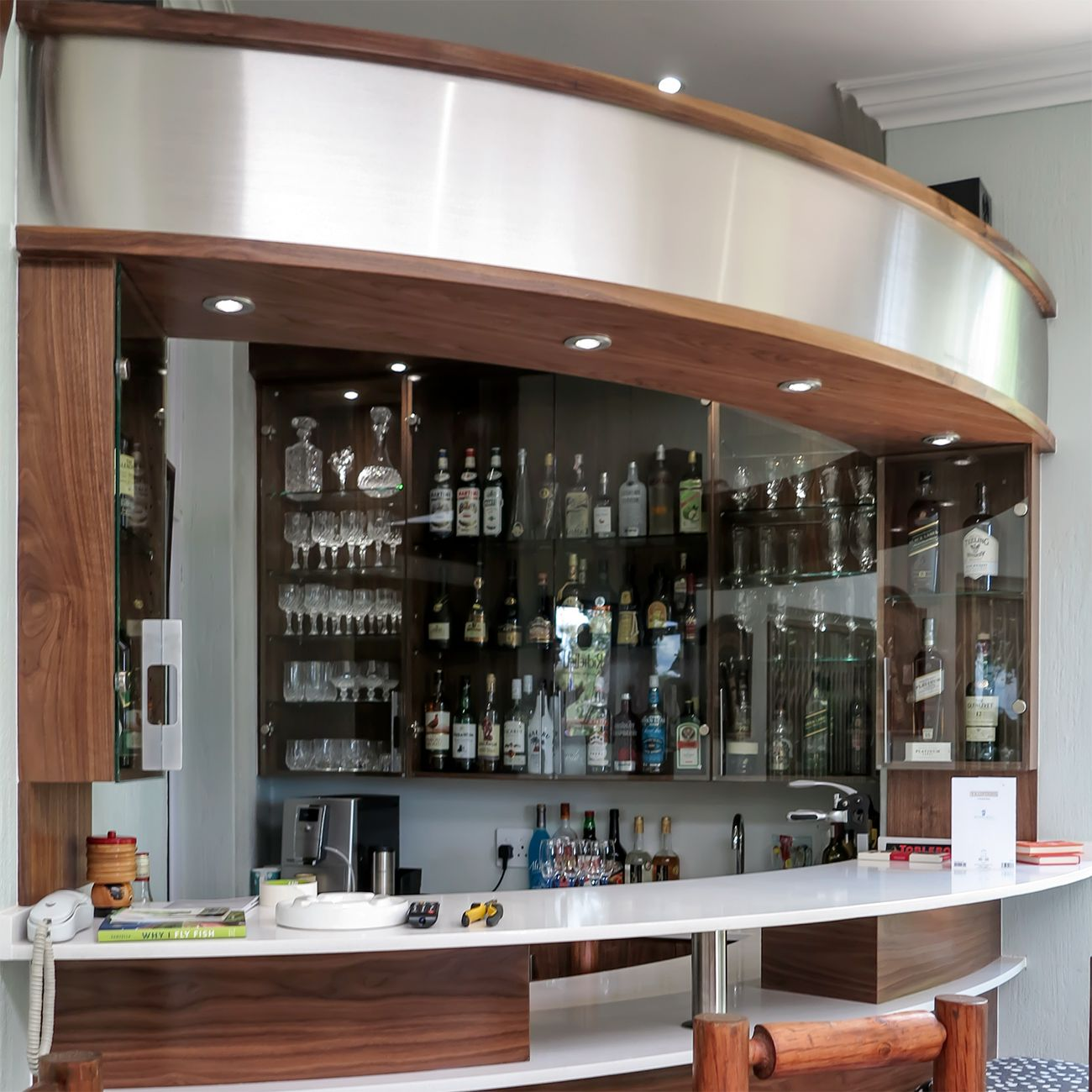 FITTED BARS & PUBS